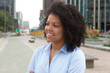 canvas print picture - Junge Frau aus Südamerika in der Stadt