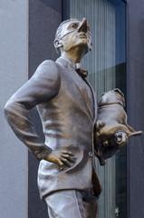 Bronzestatue - Hochnässig