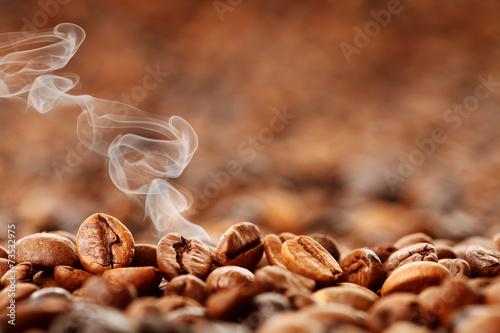 frisch gerösteter Kaffee - 73532975
