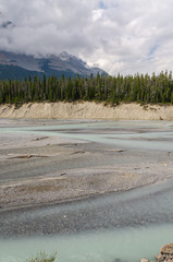 fiume Athabasca e cielo sulla Icefield Parkway