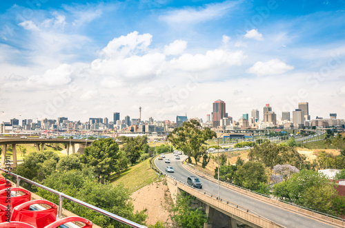 Tuinposter Zuid Afrika Johannesburg skyline with urban buildings and highways