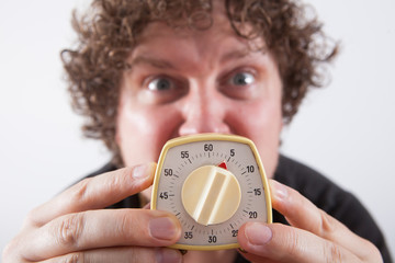 Man with eggtimer in his hands