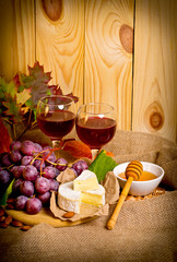 Red wine with cheese, honey, almonds and grapes