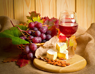 Red wine with cheese, almonds and grapes
