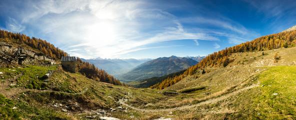 Alpeggio in montagna in autunno