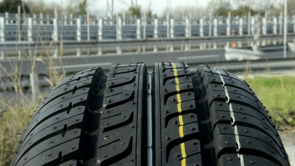 Neumático Tire Pneumatique Autoreifen Pneu Pneumatico