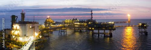 Zdjęcia na płótnie, fototapety, obrazy : An offshore platform at sunset