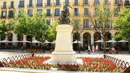 Estatua en la plaza de la Independencia, Girona