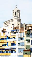 Fachdas coloristas y campanario de la catedral, Girona