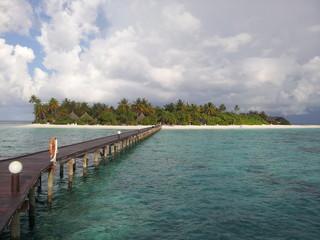 Angaga, Langer Steg zur Insel