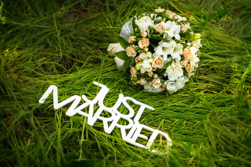 Just married sign with bouquet of roses