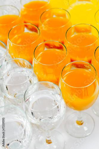 In de dag Buffet, Bar many glasses on buffet table