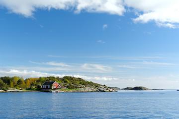 Domek norweski nad morzem