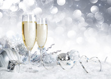 "Постер, картина, фотообои ""toast with silver christmas decoration"""