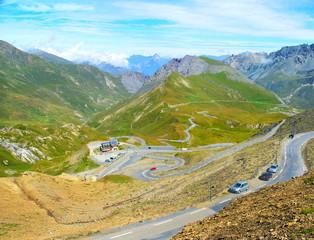 Route des cols dans les Alpes