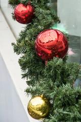 christmas-tree decorative red and glod ball