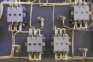 Supply by electricity.Electric circuit of the relay and contacts