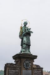 チェコ プラハ カレル橋の聖人像