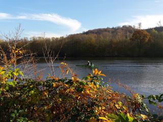 Paddeln im Herbst Seitenansicht
