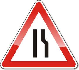 Verkehrszeichen, verengte Fahrbahn (rechts)