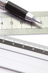 Stainless steel ruler and clutch type pencil