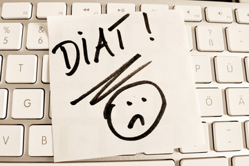 Notiz auf Computer Tastatur: Diät