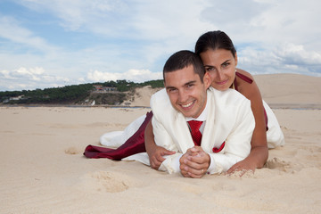 Couple de mariés amoureux