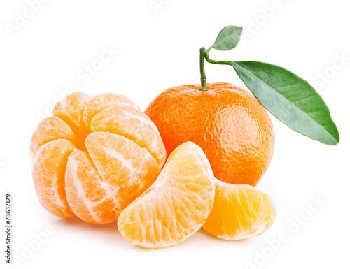 Fotobehang Vruchten tangerines with leaves on white background