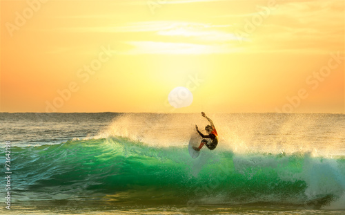 Plakat Surfer Surfing at Sunrise
