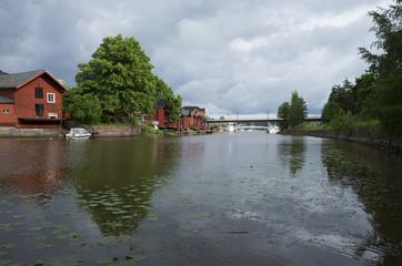 На реке в городе Порвоо перед грозой. Финляндия