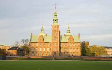 Замок Розенборг в лучах заходящего солнца. Копенгаген