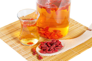 Infusion of goji berries with dry berries