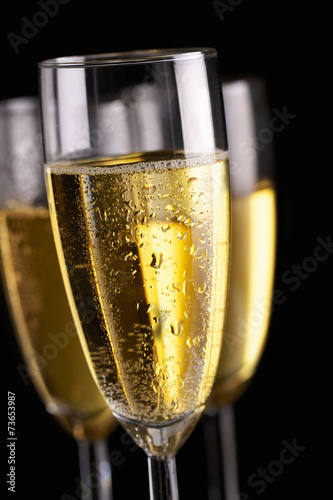 Champagne flutes on black - 73653987