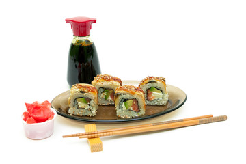 Roll with eel, salmon and avocado, ginger and soy sauce on white