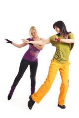 zwei Frauen beim Tanzen