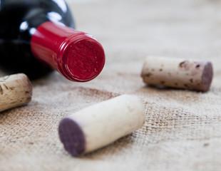 bouteille et bouchon de bouteille de vin