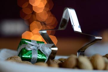 Sternbackform mit einem grünen Geschenk