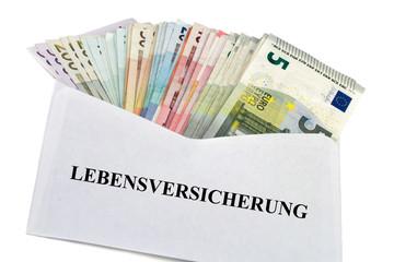 Geldscheine im Briefumschlag - Lebensversicherung