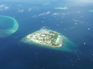 Luftaufnahme einer Malediveninsel