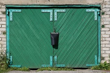 grünes Garagentor