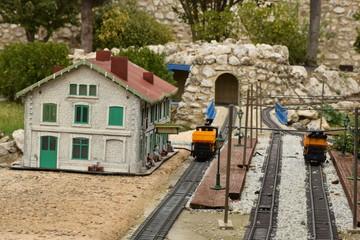 Ferrocariles y estaciones