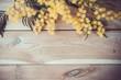 Mimosa su legno