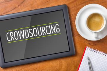 Tablet auf Schreibtisch - Crowdsourcing