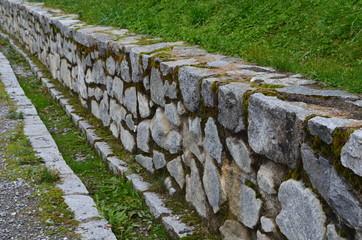 muro en el camino