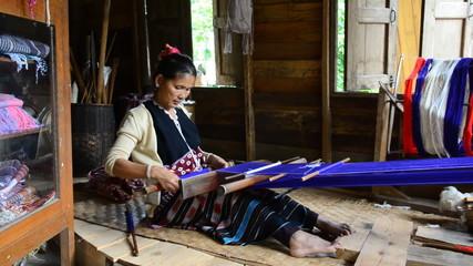 Women Pa-Ka-Geh-Yor (Karen Sgaw) was weaving.