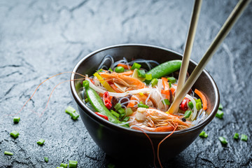 Noodles with vegetables and prawns