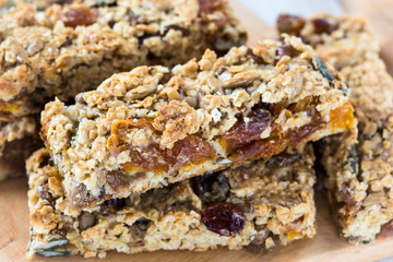 Healthy homemade granola bars
