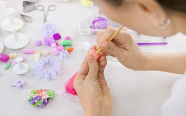 Artist makes jewelry from polymer clay, process. Workshop