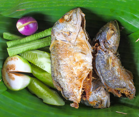 fried mackerel with shrimp paste sauce