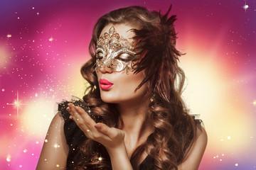Beauty shoot of smart brunette woman in carnival mask